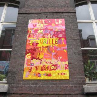 Panneau décoratif sur le mur de l'école